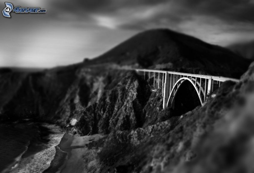żelazny most, skaliste wzgórza, czarno-białe, diorama