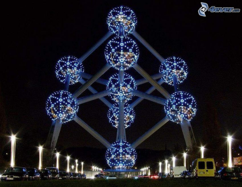 Atomium, Bruksela, miasto nocą