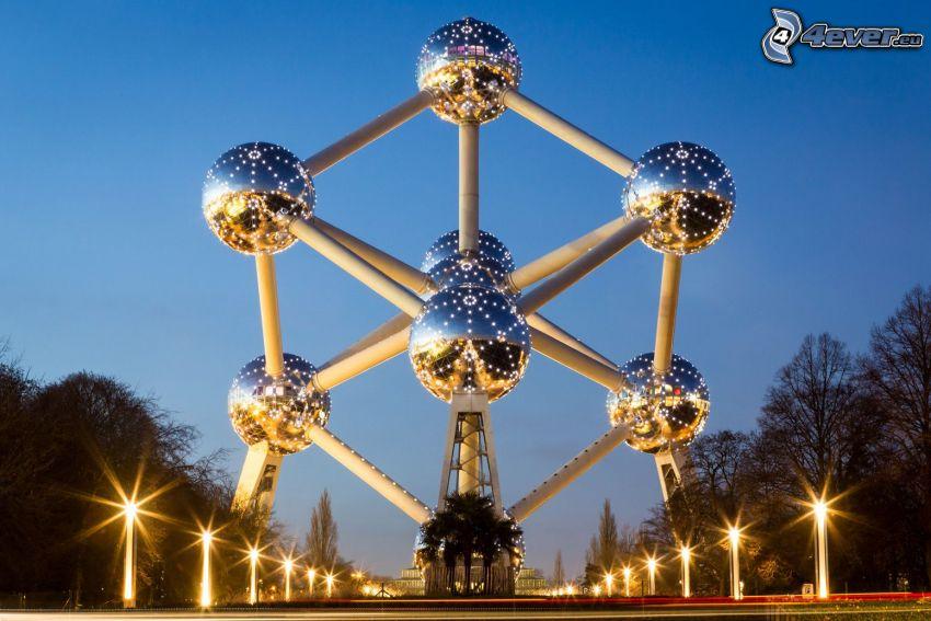 Atomium, Bruksela, uliczne oświetlenie