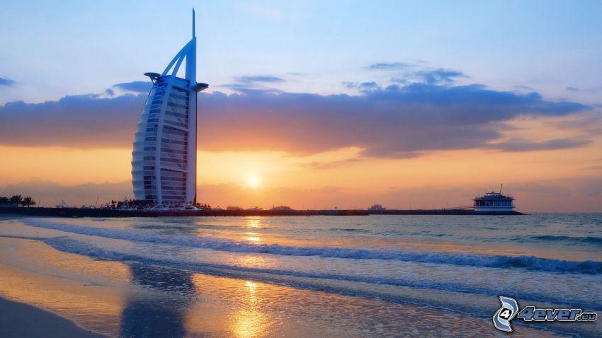 Burj Al Arab, Dubaj, wybrzeże, Zachód słońca nad morzem
