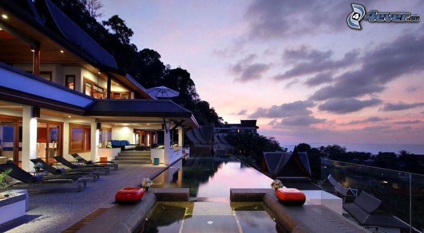 dom, basen, wieczór