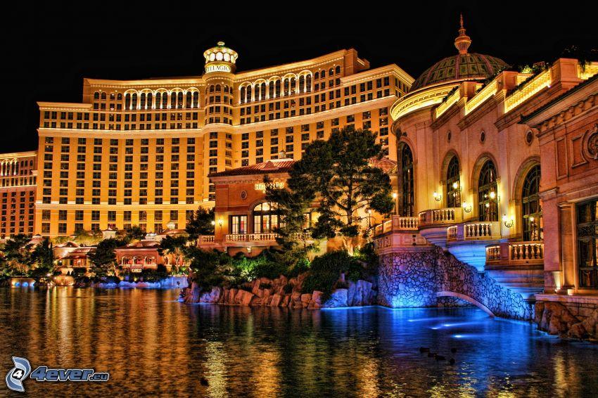 hotel Bellagio, Las Vegas, fontanna, miasto nocą