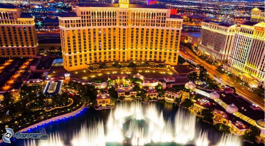 hotel Bellagio, Las Vegas, fontanna, miasto wieczorem