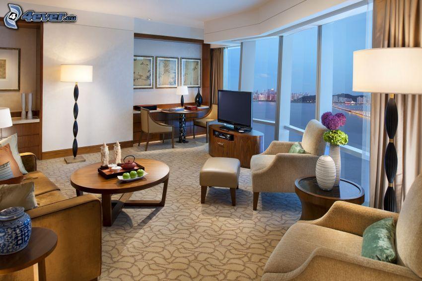 luksusowy salon, telewizor, fotele, widok na morze