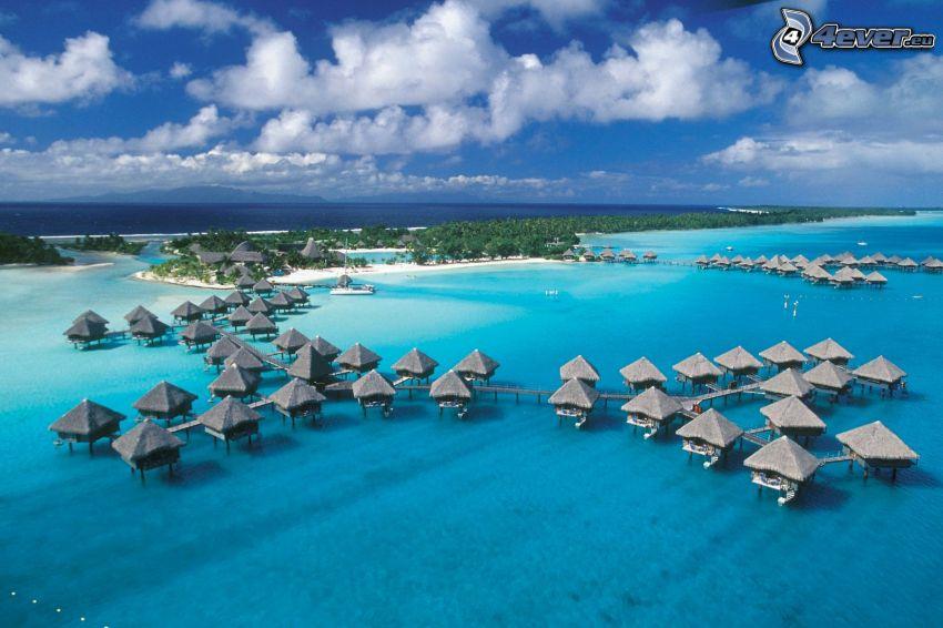 nadmorskie wypoczynkowe domki, Tahiti, płytkie lazurowe morze, wyspa