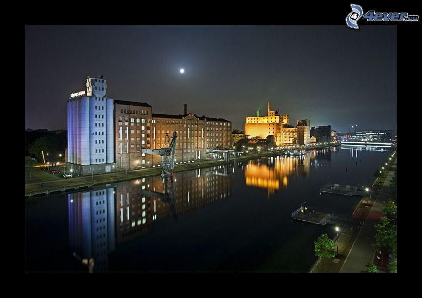 stara fabryka, domy, rzeka, noc, oświetlenie, odbicie, księżyc