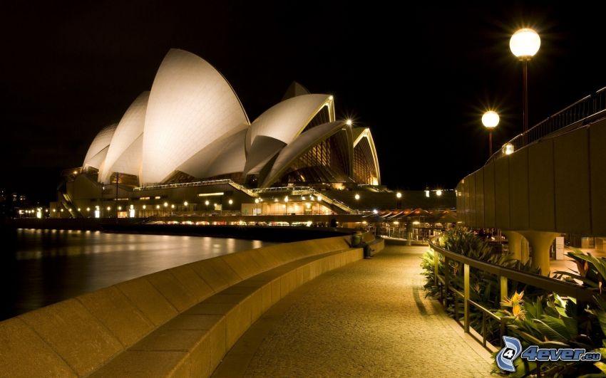 Sydney Opera House, miasto nocą