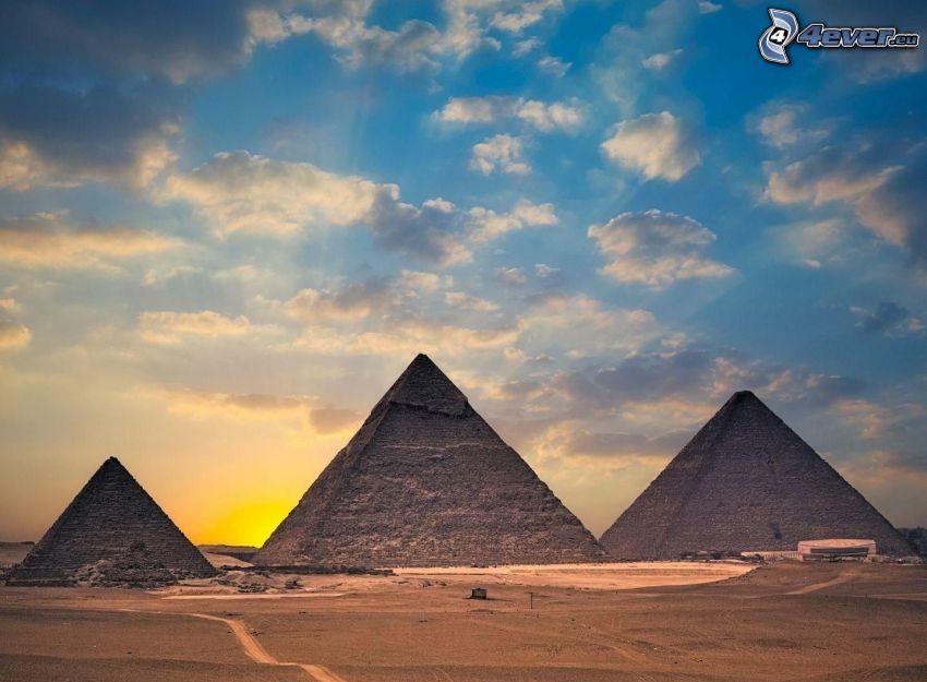 Piramidy w Gizie, Egipt, pustynia, wschód słońca, chmury, niebo