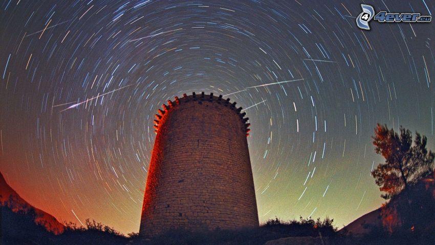 wieża, niebo w nocy