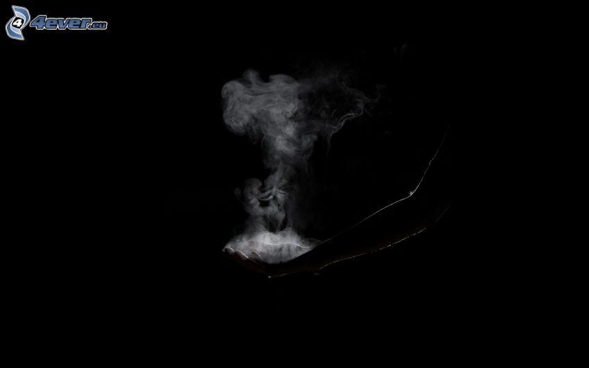 dym, ręka