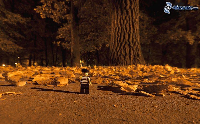 figurka, opadnięte liście, Lego, drzewa