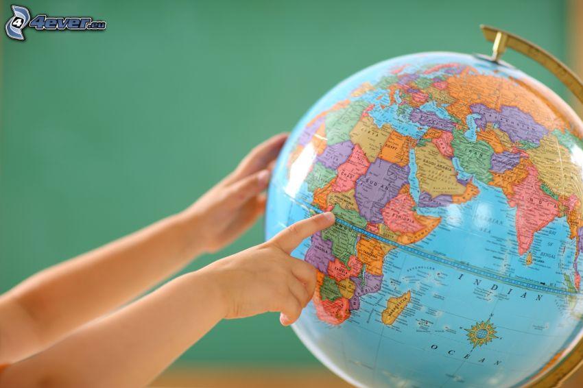 globus, ręce, dziecko