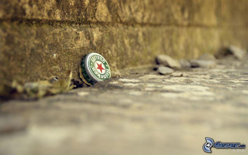 Heineken, kapsel, chodnik