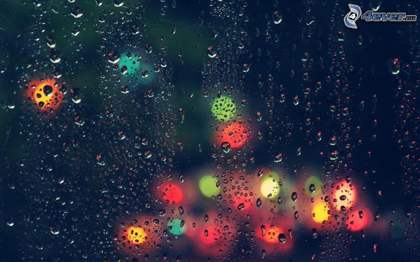krople deszczu, szkło, kolorowe światła