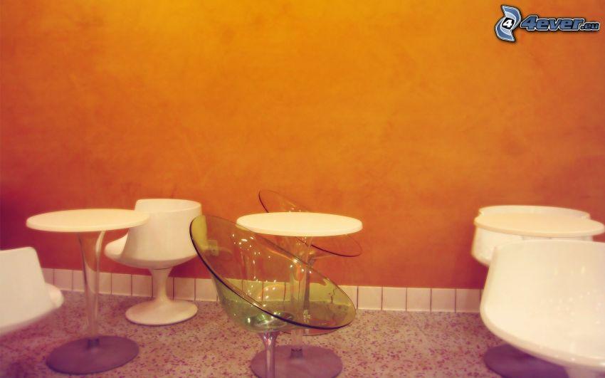krzesła, ściana