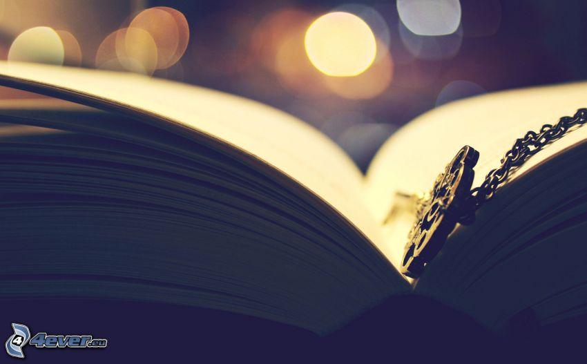 książka, naszyjnik