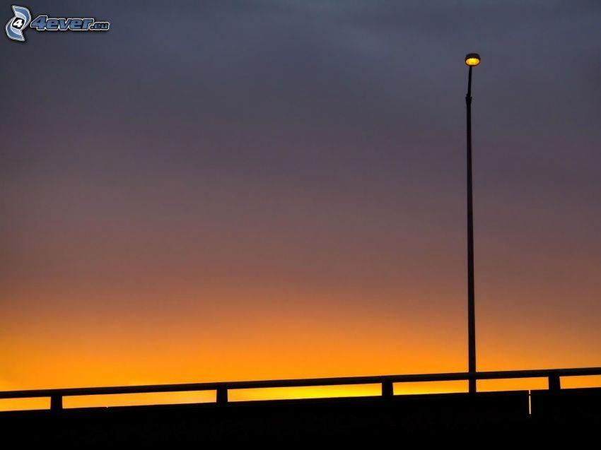lampa, wieczór