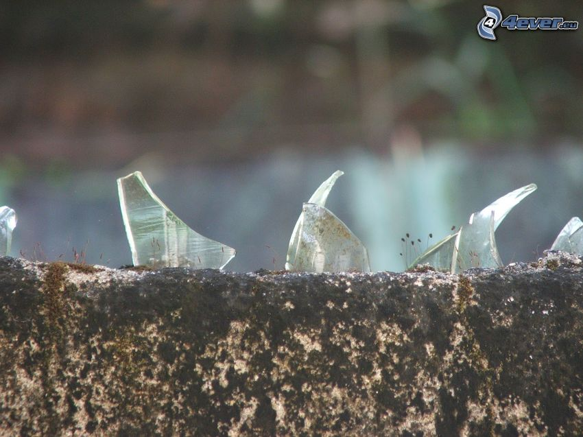 odłamki szkła, szkło, kamień
