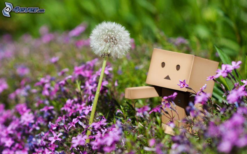 papierowy robot, dmuchawiec, fioletowe kwiaty