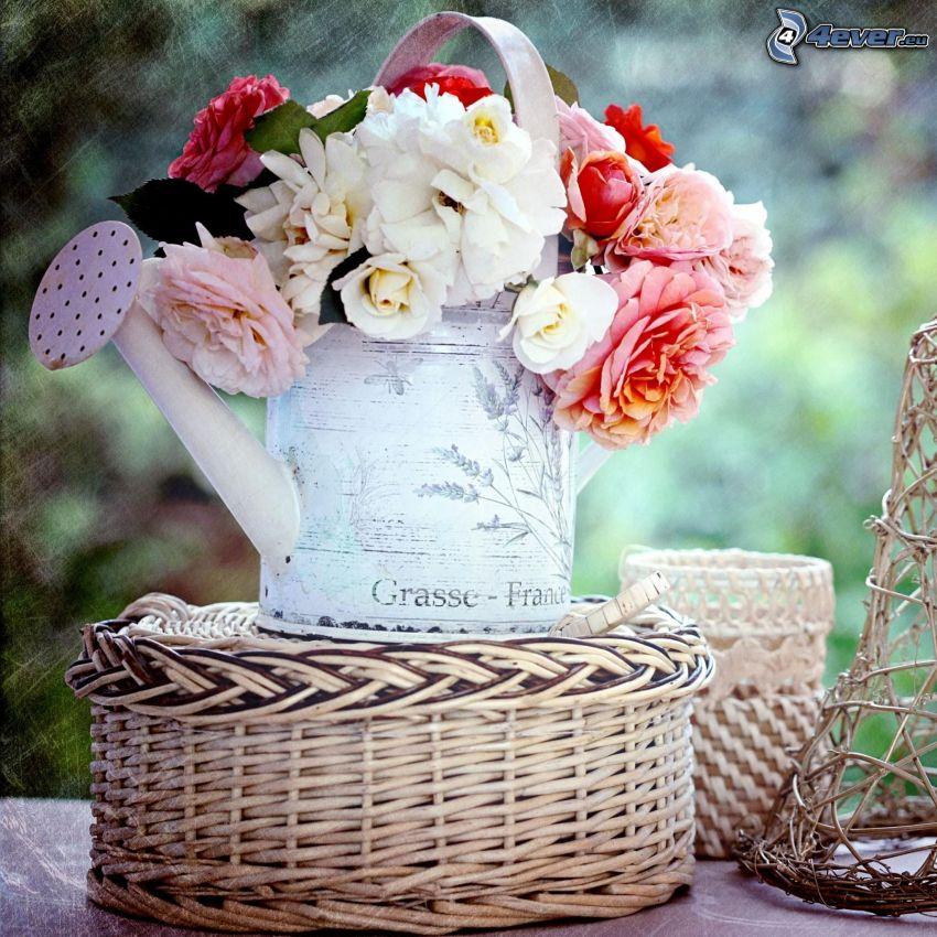róże, konewka, koszyk