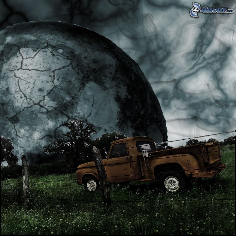 stare auto, ogrodzenie z drutu, księżyc