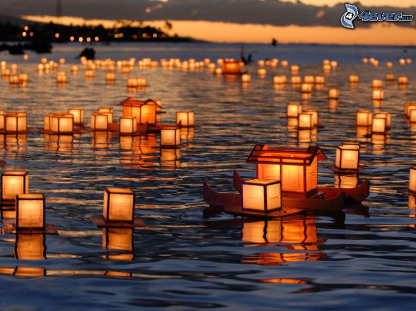 światła na wodzie