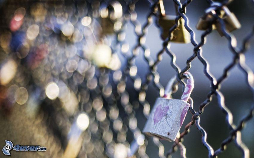zamki, ogrodzenie z drutu