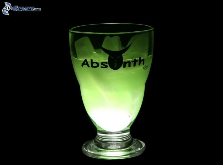 Absinth, szklanka, kostki lodu