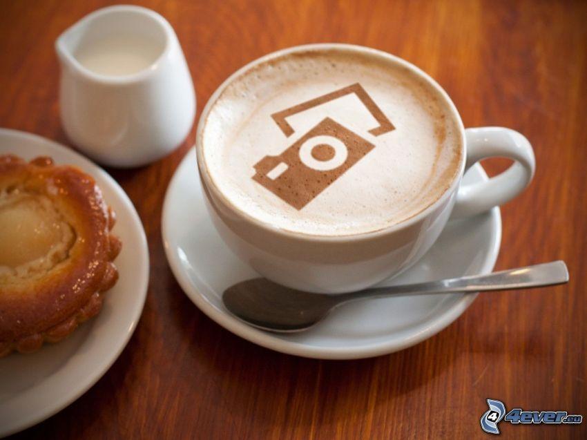 cappuccino, piana, aparat fotograficzny, łyżeczka, ciasteczko, mleko