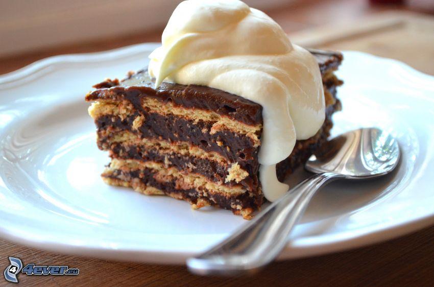 ciasto, bita śmietana, łyżka