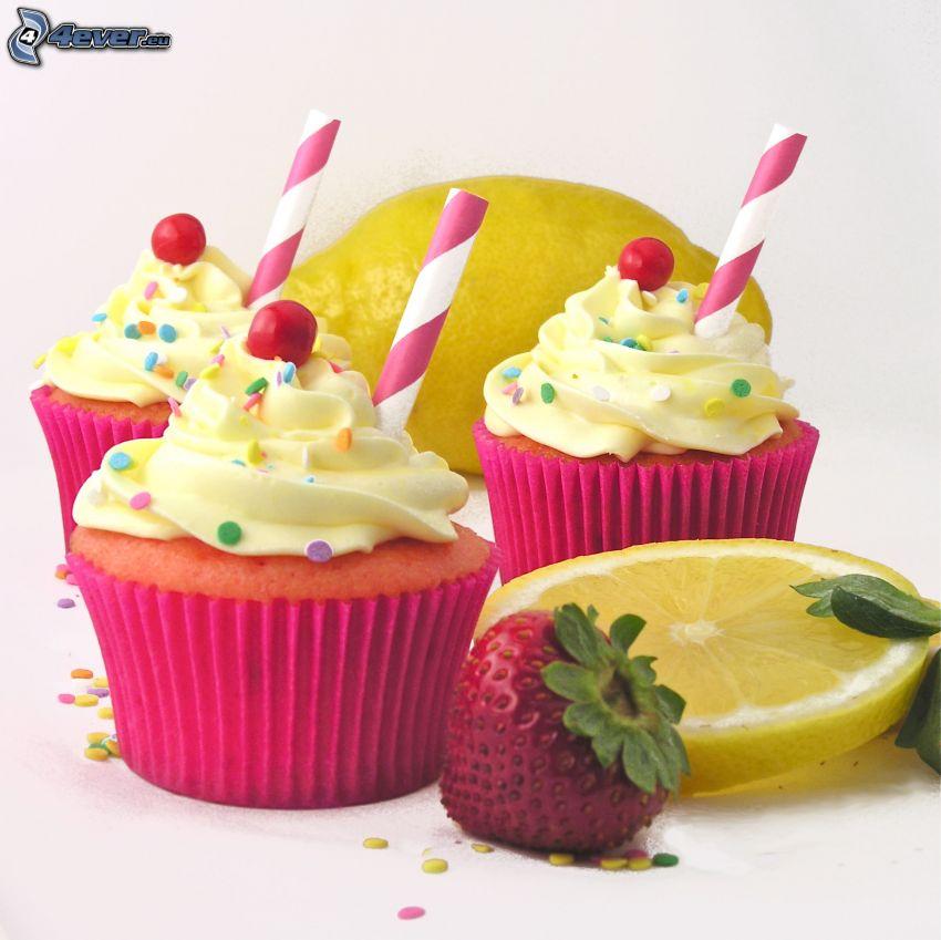cupcakes, truskawka, plasterek cytryny