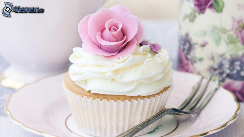cupcakes, widelec, bita śmietana, różowa róża