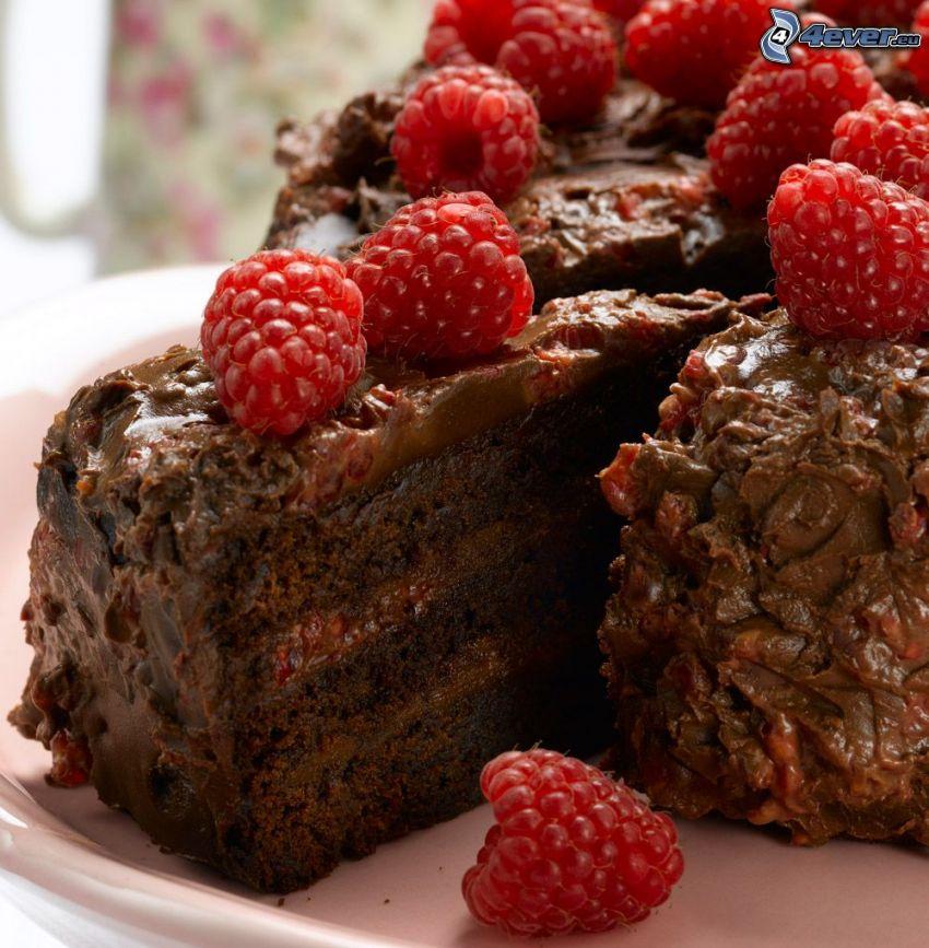 czekoladowy tort, maliny