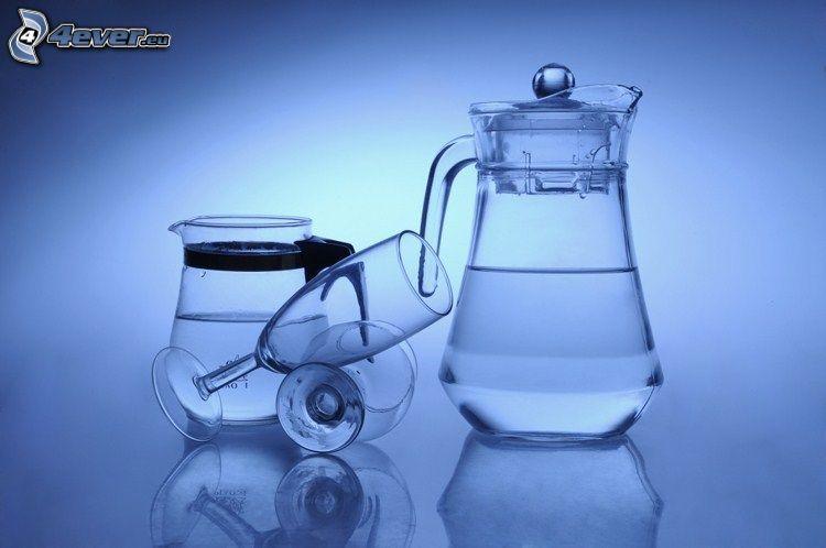 dzban, kieliszki, czajnik, woda