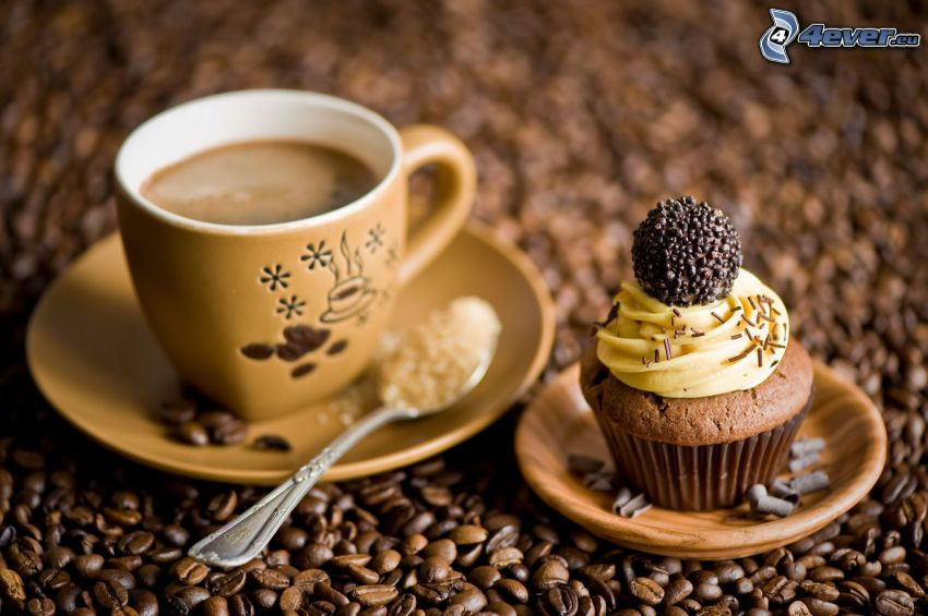 filiżanka kawy, babeczki, ziarna kawy