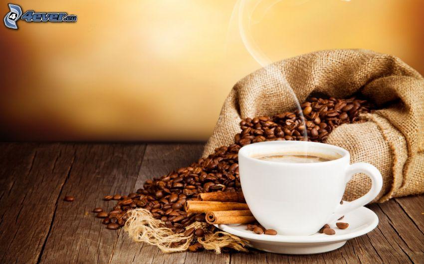 filiżanka kawy, ziarna kawy, cynamon