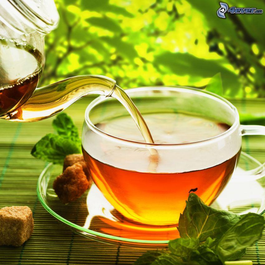 herbata miętowa, czajnik, filiżanka herbaty