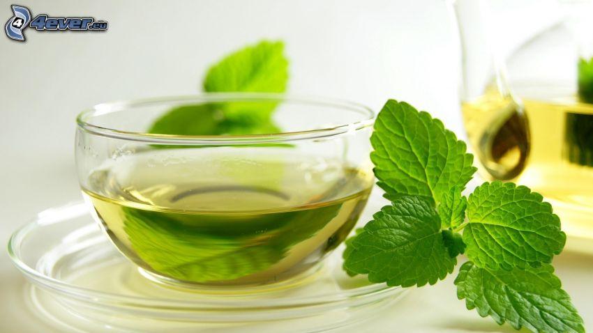 herbata miętowa, filiżanka herbaty, liście mięty