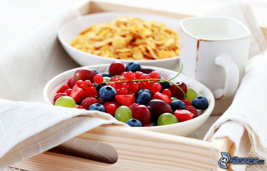 śniadanie, owoc, corn flakes, jagody, czerwone porzeczka, truskawki, maliny, winogrona, filiżanka