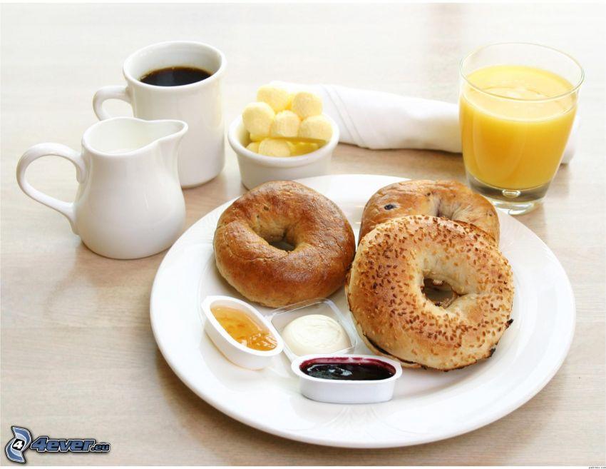śniadanie, pączki, sok pomarańczowy, kawa