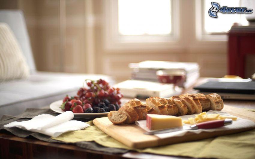 śniadanie, ser, bagieta, truskawki
