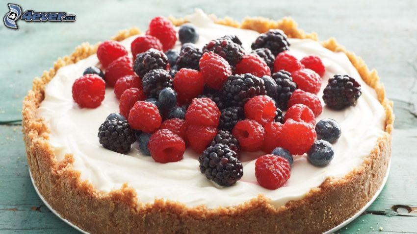 tort, maliny, jeżyny
