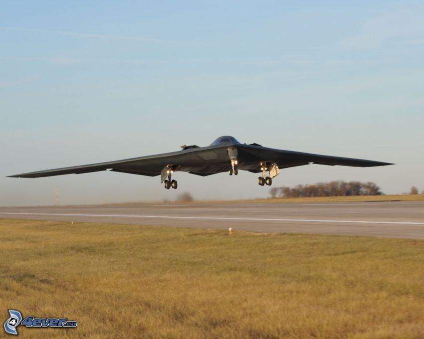 B-2 Spirit, wzlot, lotnisko