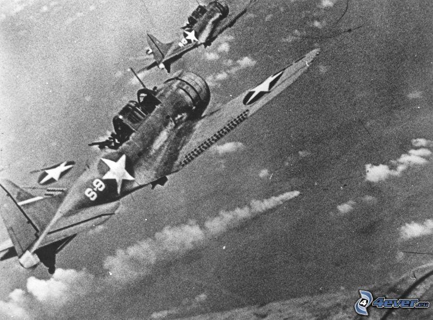 Douglas SBD Dauntless, myśliwce, II wojna światowa, czarno-białe zdjęcie, stare zdjęcie