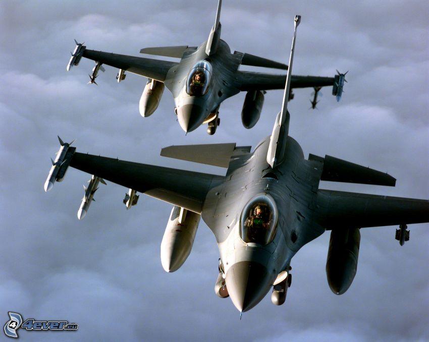 eskadra F-16, chmury