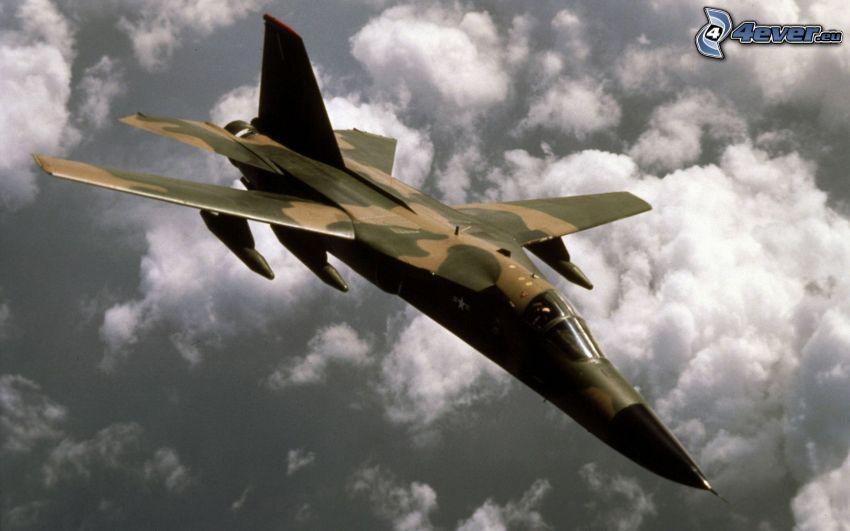 F-111 Aardvark, ponad chmurami