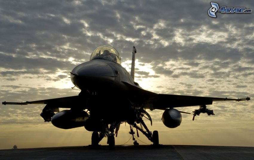 F-16 Fighting Falcon, chmury