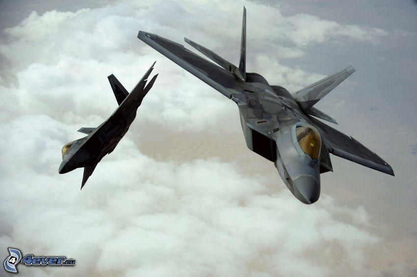 Flota F-22 Raptor, chmury