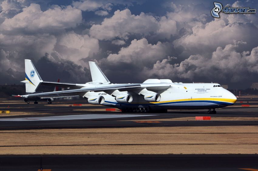 Antonov AN-225, chmury