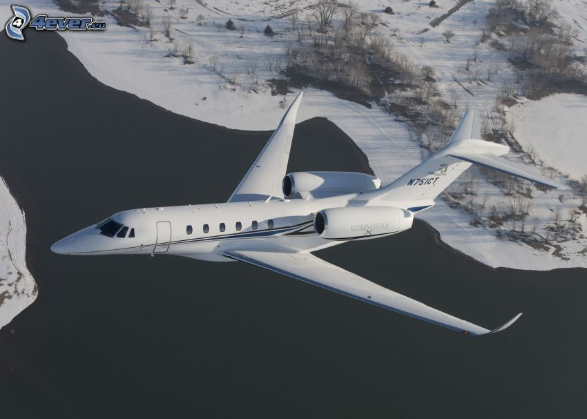 Citation X - Cessna, śnieżny krajobraz, jezioro